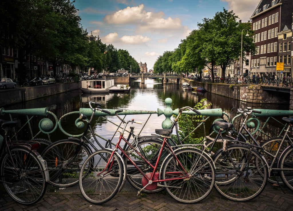 bicicleta canal de amsterdam