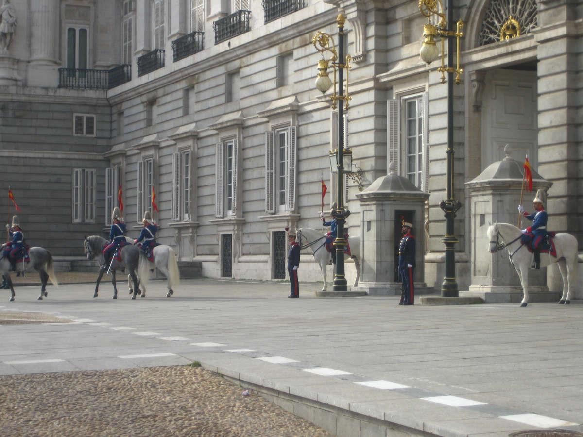 guardia palacio real madrid españa