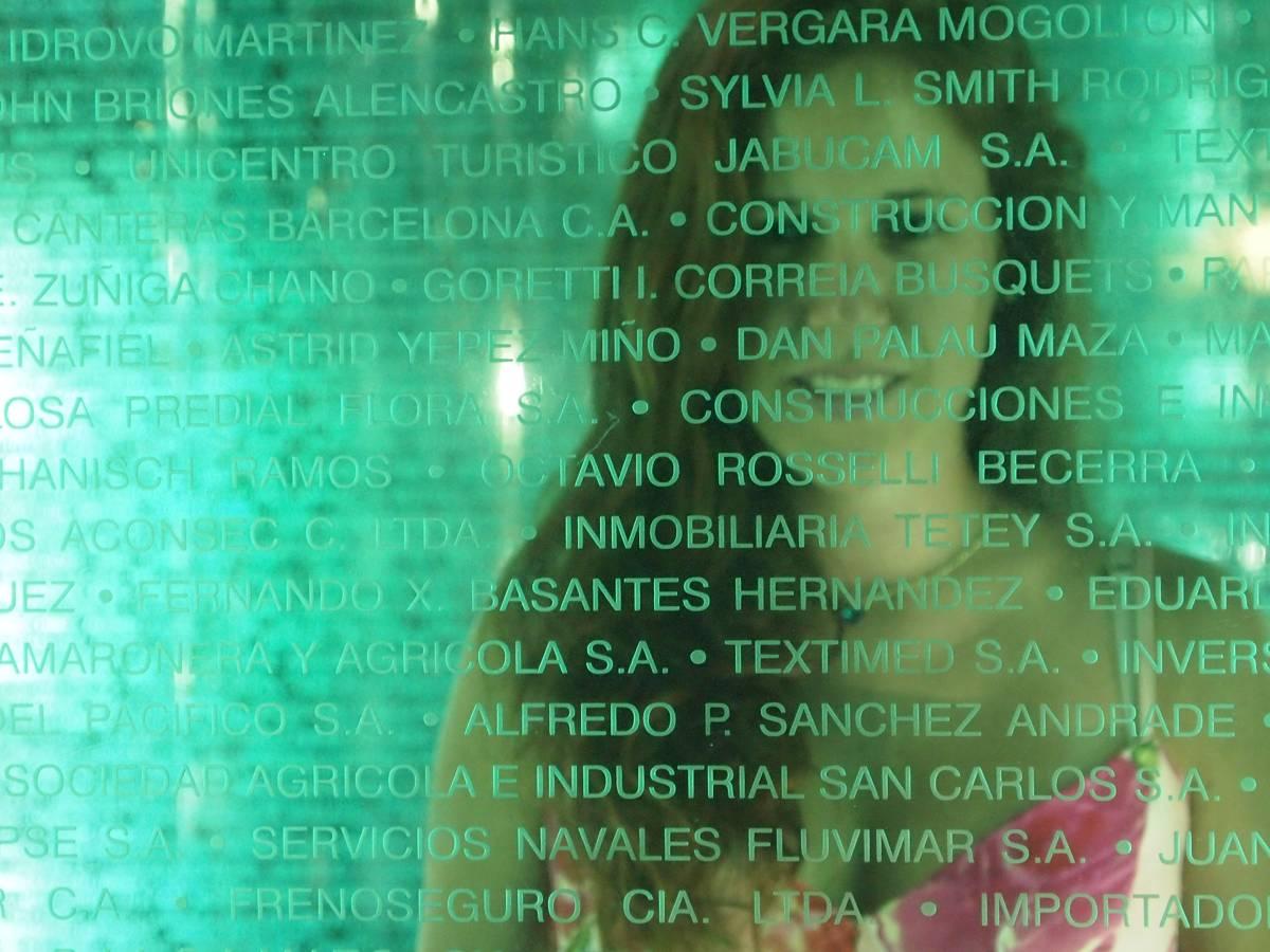 Placa a los contribuyentes malecon 2000 Guayaquil Ecuador