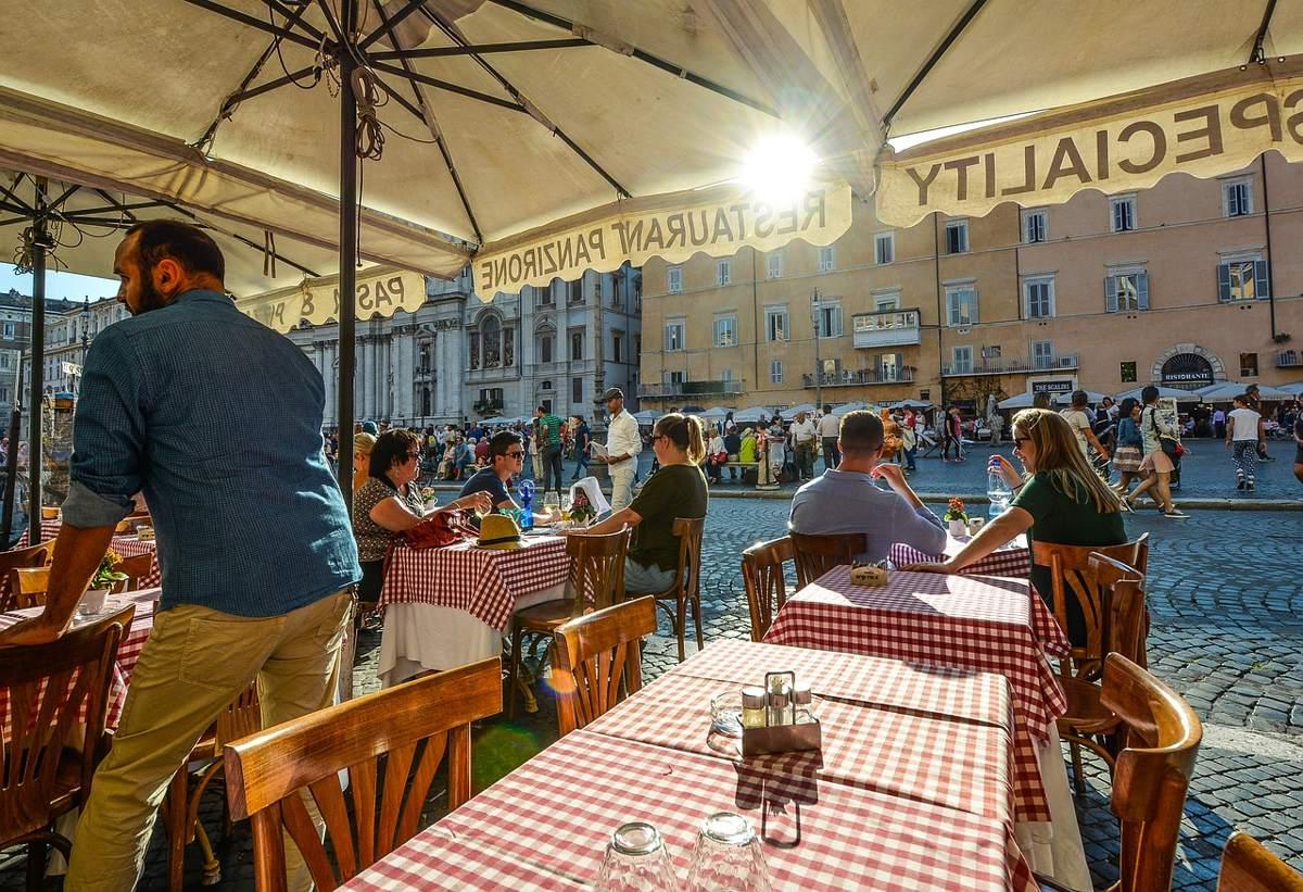 restaurante mantel cuadrados rojos roma