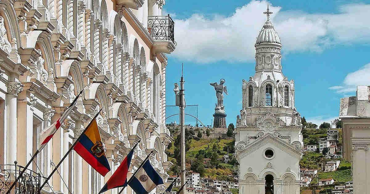 banderas ecuador quito