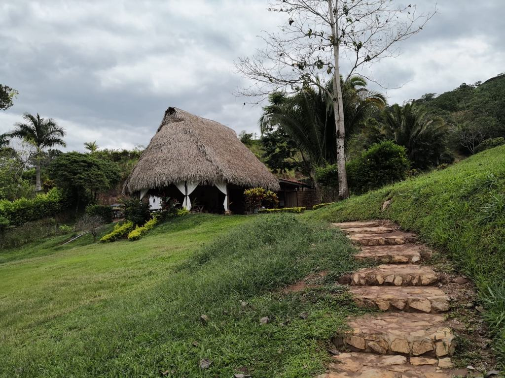 bungalow del sauce lodge en la laguna azul tarapoto peru