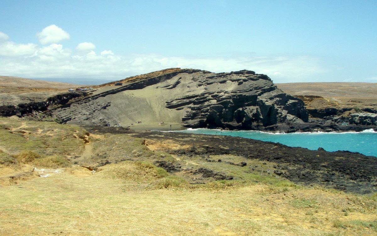 playa de arena verde en hawai