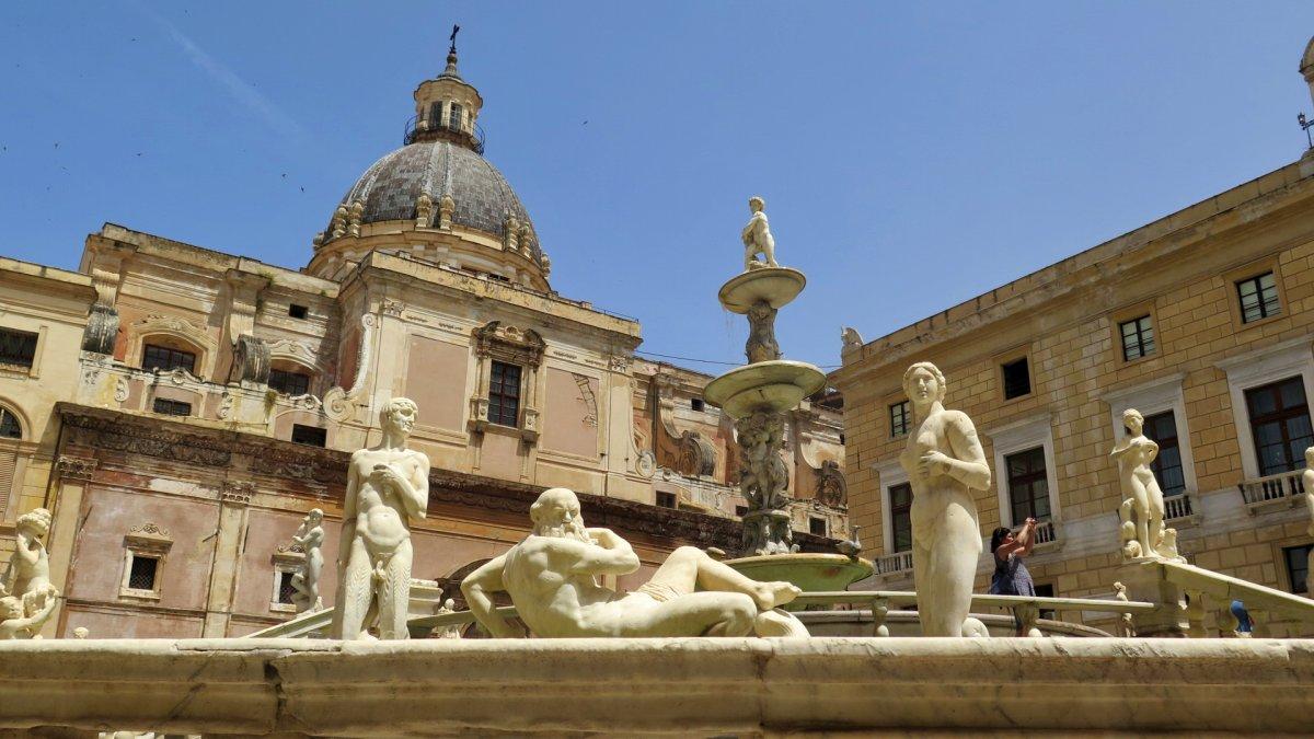 fontana pretoria en alermo sicilia