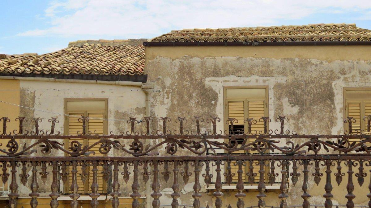 casa deteriorada en agrigento sicilia