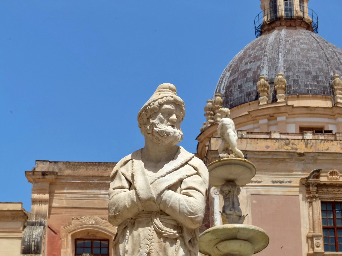 estatua en fontana pretoria palermo